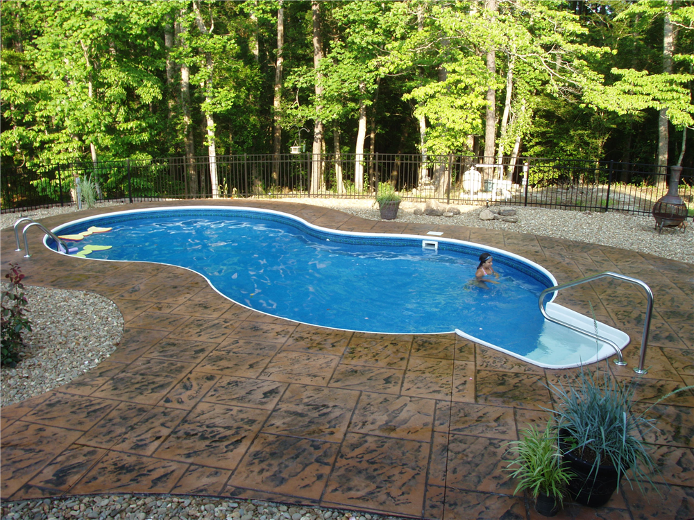 Figure 8 with Stamped Concrete