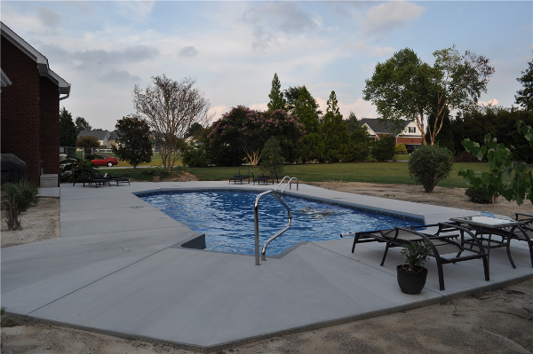 Grecian Pool with Corner Grey Step and Coping