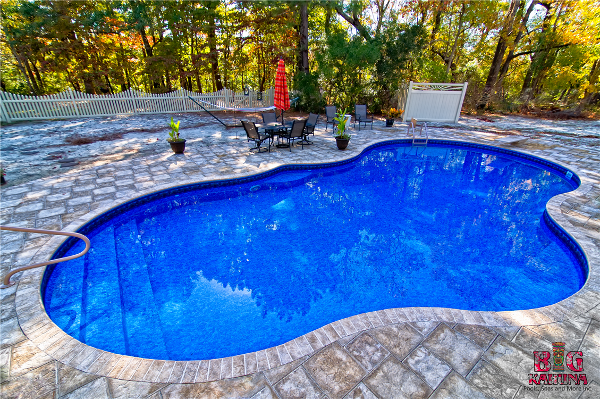 18' X 41' Mountain Pond Oasis with In-pool Steps, Two Benches and Artistic Pavers