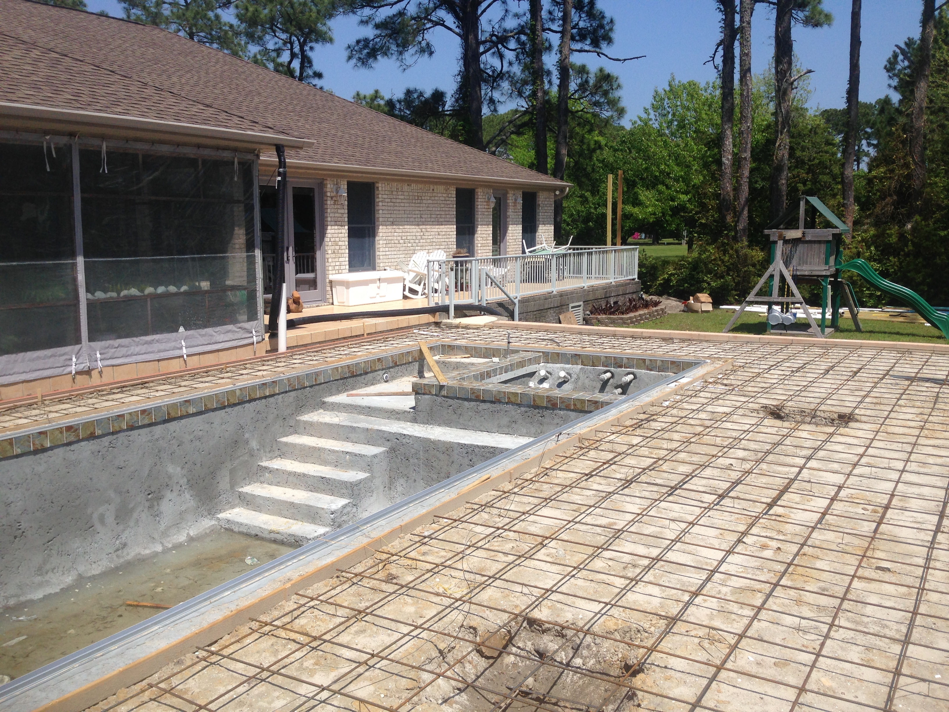 #3 Rebar all tied and ready for concrete to be pumped in for proper preparation of the Travertine Tile Installation