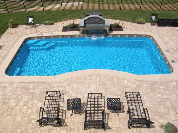 Does a fiberglass pool need tile ppazfo